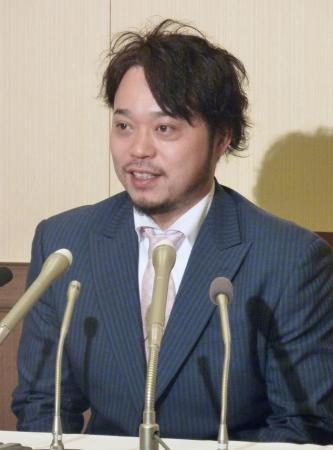 FA権行使を表明し、記者会見する日本ハムの小谷野栄一内野手=11日、東京都内