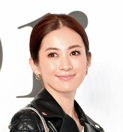 高垣麗子のレザー画像