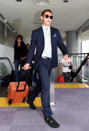イタリアから帰国した本田圭佑=成田空港(撮影・棚橋慶太)