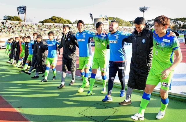 J1残留の湘南が浮嶋敏監督の続投を発表 「攻撃的なチームを」来季へ ...