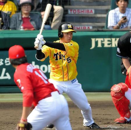 3回阪神1死、左線二塁打を放つ阪神・近本光司=甲子園(撮影・田中太一)